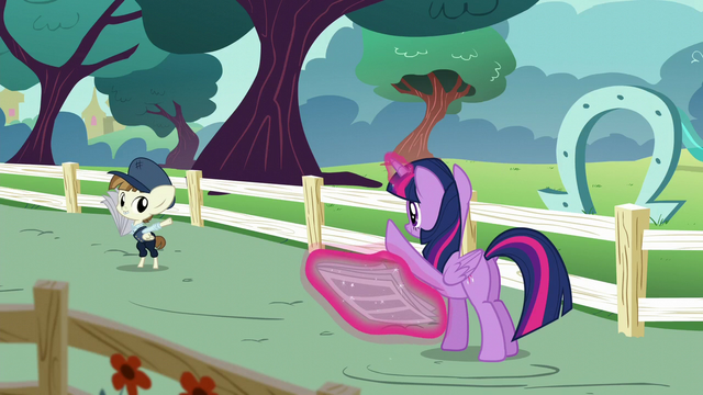 File:Twilight waves goodbye to Featherweight S5E19.png