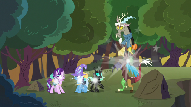 File:Starlight and friends teleport to new location S6E25.png