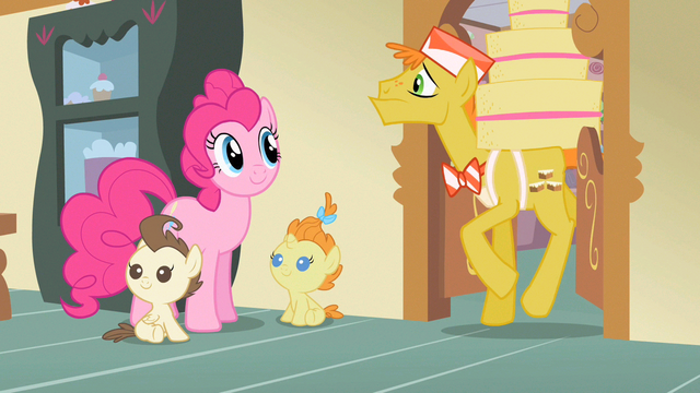 File:Pinkie Pie here comes Mr. Cake S2E13.png
