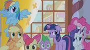 Twilight's friends hide from Zecora's gaze S1E09
