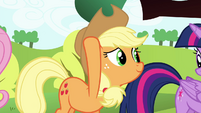 Applejack touches her hat S4E18