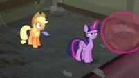 Twilight spins the broom S6E9