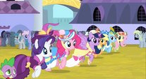 Main 6 trotting and Derpy in the background S3E13