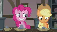 Pinkie smiling nervously S5E20