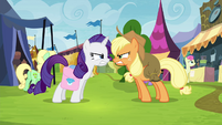 Applejack and Rarity growling at each other S4E22