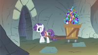 Rarity pulling gem cart S1E19