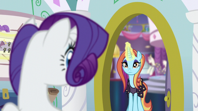 File:Rarity sees Sassy at her door S5E14.png