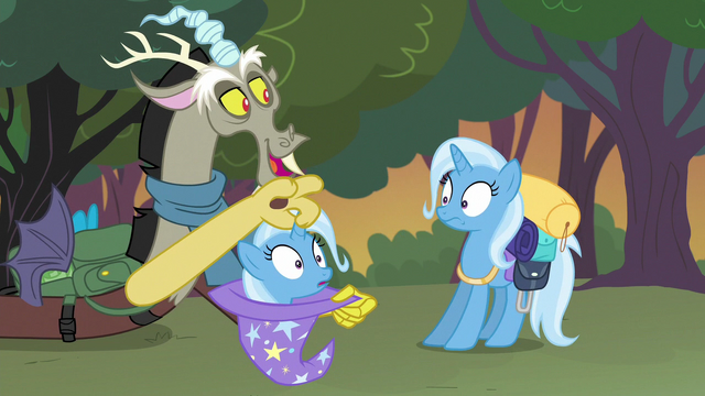 File:Discord pulls a Trixie out of a hat S6E26.png
