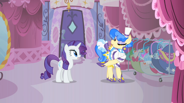 File:Sapphire Shores inspects 2 S01E19.png