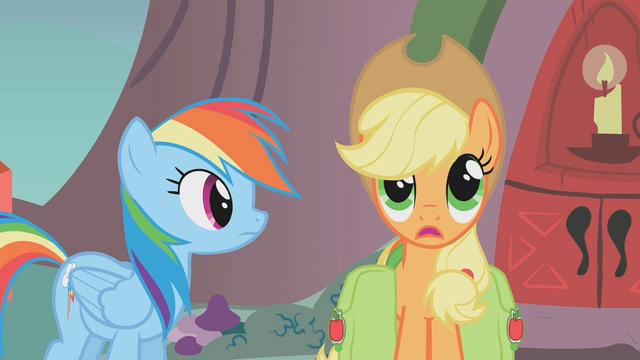File:Applejack worried S01E07.png