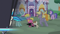 DJ station speeds past Featherweight and ponies S5E9