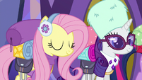 Fluttershy nods to Discord with pride S6E17