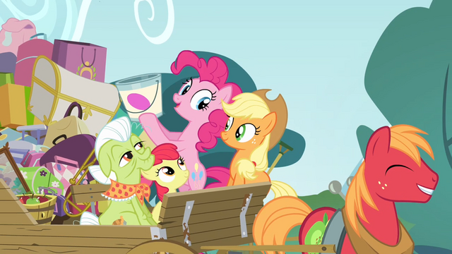 File:Pinkie with a bucket of paint S4E09.png