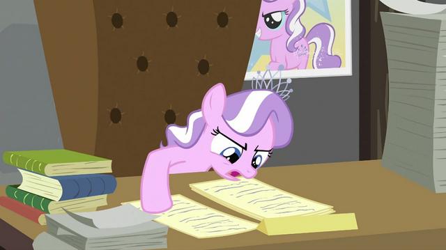File:Diamond Tiara reading second paper S2E23.png