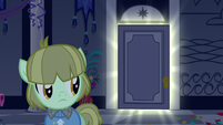 Gala colt looking at glowing door S5E7