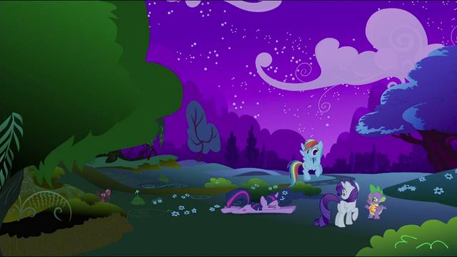 File:Twilight Rainbow Rarity Spike escaped S2E21.png