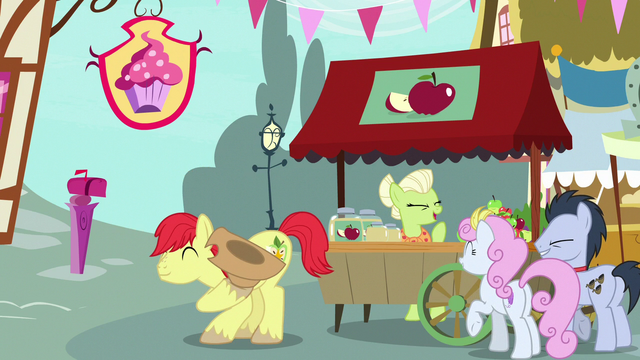File:Bright Mac bowing to Pear Butter S7E13.png