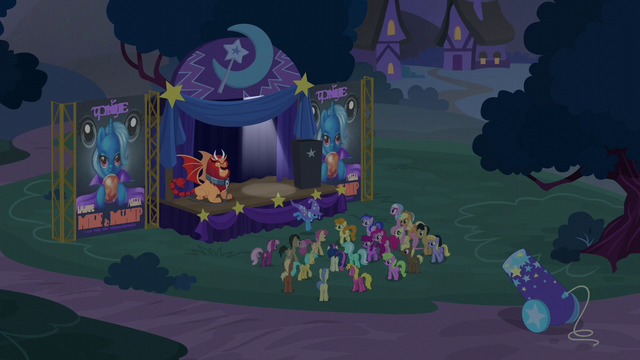 File:Trixie jumping off the stage S6E6.png