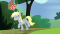 Derpy hit in the head with pizza box S7E4.png