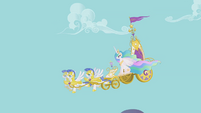 Celestia's chariot descends from Canterlot S1E10