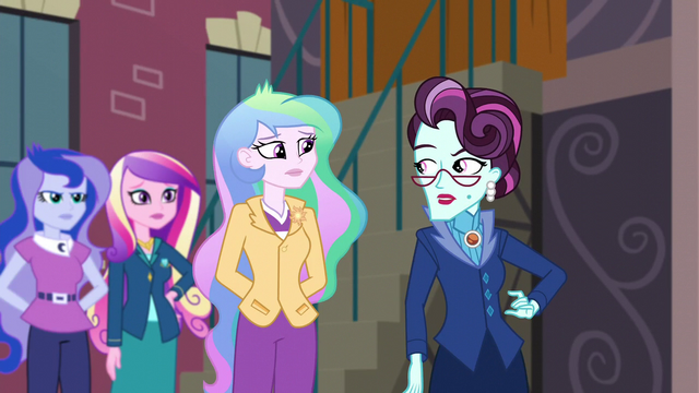 File:Cinch notices Celestia behind her EG3.png
