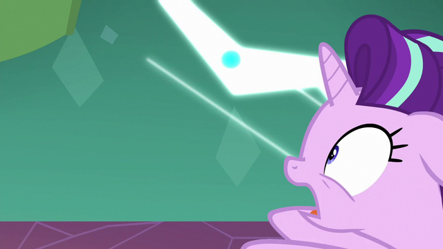 File:Starlight gets pulled into the black hole S7E1.png
