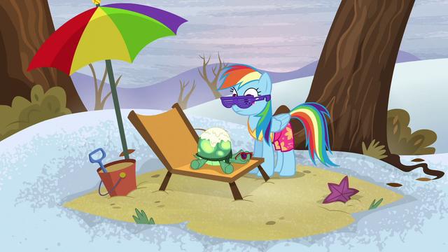 File:Rainbow looks at Tank feeling sleepy S5E5.png