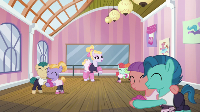 File:Hoofer Steps instructing a dance class S6E4.png