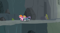 Maud and Pinkie escaping Ghastly Gorge S7E4