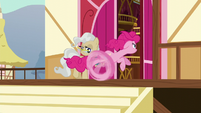 Pinkie Pie races past Mayor Mare S5E19
