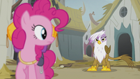 Pinkie sees Gilda S5E8