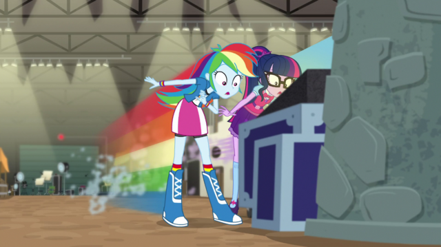 File:Twilight and Rainbow Dash zip up to relic display EGS2.png