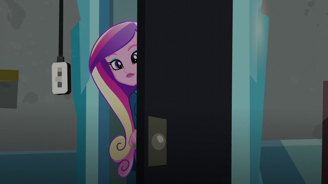 File:Cadance peering behind the door (new version) EG3.png