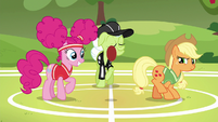 Granny Smith starts the first buckoff S6E18