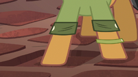 Quibble Pants steps on pressure plate S6E13
