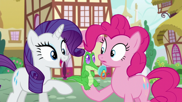 File:Rarity comes into frame S5E19.png