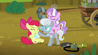 Silver Spoon shoves twittermite canister onto Apple Bloom S5E4