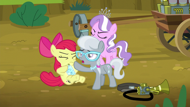 File:Silver Spoon shoves twittermite canister onto Apple Bloom S5E4.png