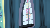 Apple Bloom and Scootaloo slam into window S4E19