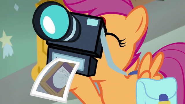 File:Scootaloo takes picture of Rainbow's diaper S7E7.png