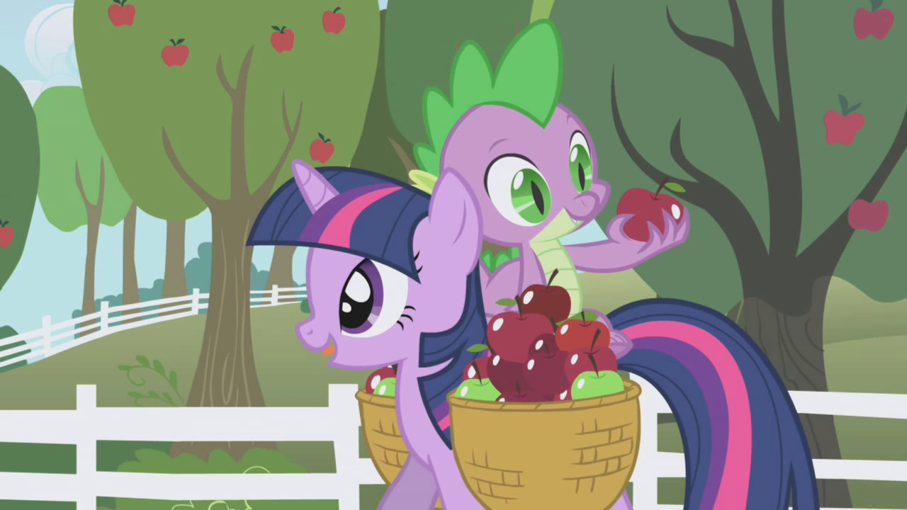 Spike looking at an apple S01E03
