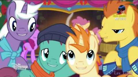 MLP LMdlA - Hearth's Warming Eve is Here Once Again (Español de España) -720p-