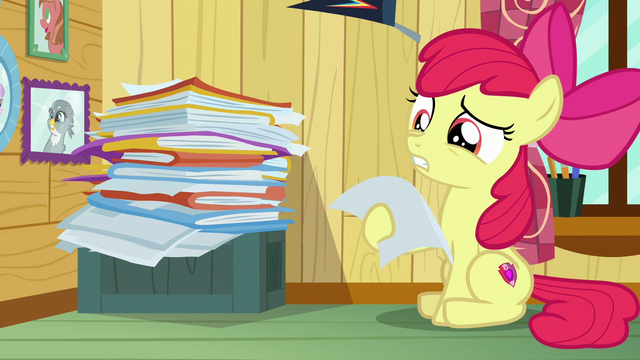 File:Apple Bloom looking at CMC client file S7E6.png
