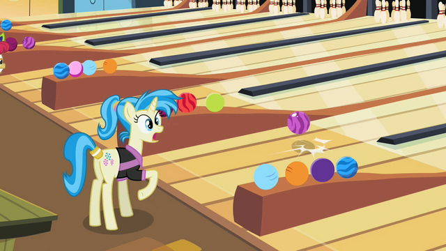 File:Bowling ball bouncing S02E06.png