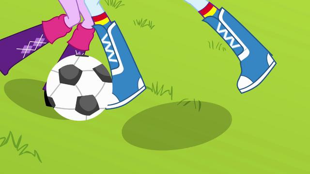 File:Rainbow Dash steals the ball EG.png