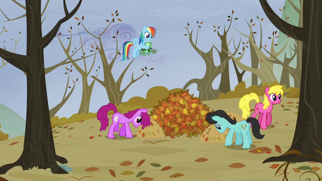 File:Rainbow sees ponies moving the leaves S5E5.png