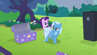 Starlight crossing behind Trixie S6E6