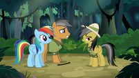 Quibble smiling nervously at Daring Do S6E13