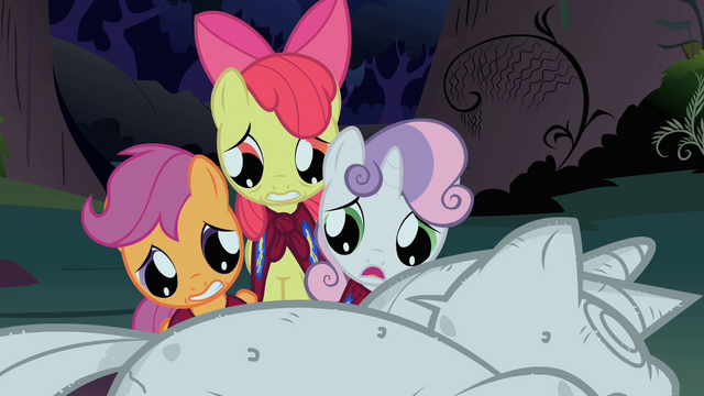 File:The CMC look at Twilight's statue S1E17.png