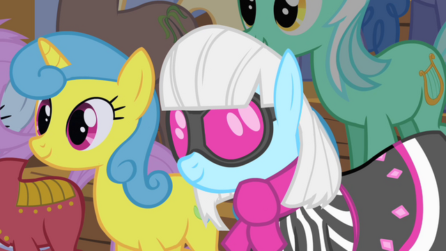 File:Photo Finish looks at Fluttershy S1E20.png